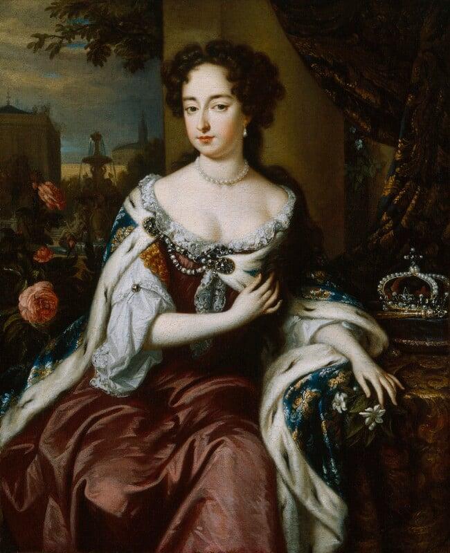 Queen Mary II, by Jan Verkolje, circa 1688 - NPG 606 - © National Portrait Gallery, London
