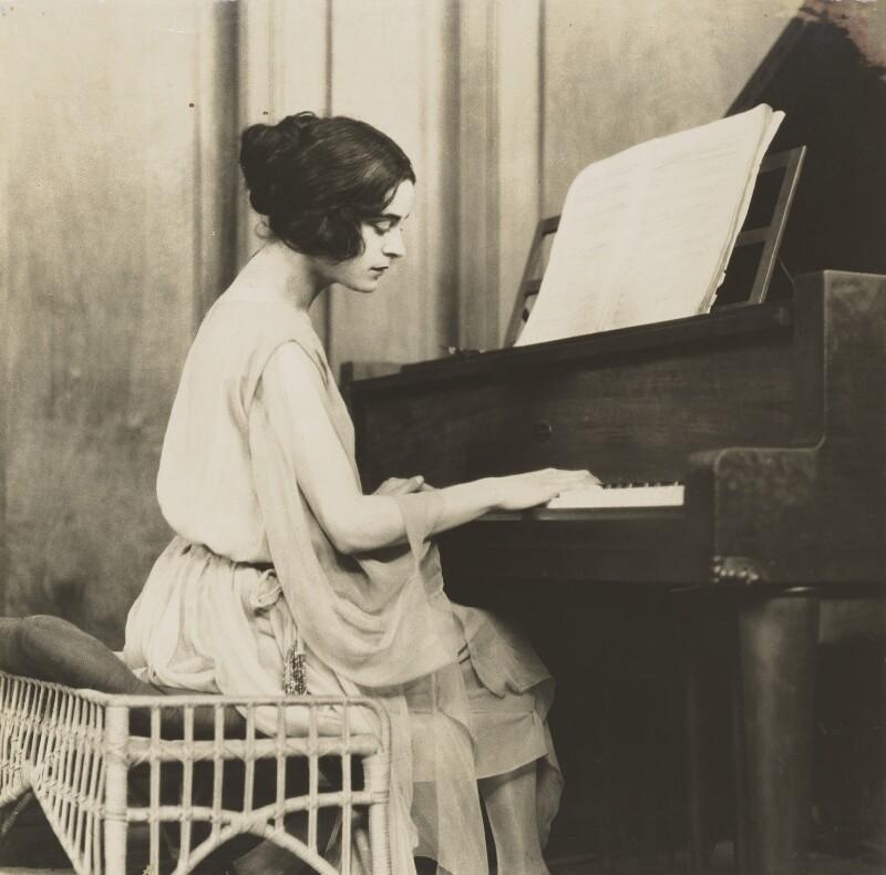 Harriet Cohen, by Fred Daniels, circa 1921 - NPG P381 - © Estate of Fred Daniels / National Portrait Gallery, London