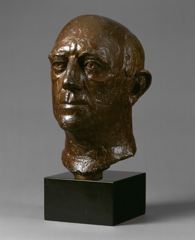Sir Alec Guinness, by Elisabeth Frink, 1984 - NPG 5721 - © National Portrait Gallery, London