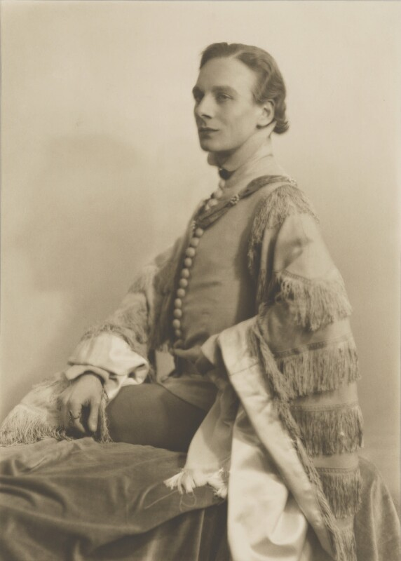 John Gielgud as Richard II in 'Richard of Bordeaux', by Yvonne Gregory, 20 January 1933 - NPG P140(31) - © estate of Yvonne Gregory / Camera Press