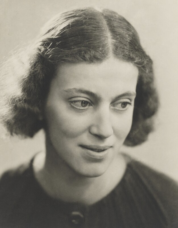 Dorothy Hodgkin, by Ramsey & Muspratt, circa 1937 - NPG P363(13) - © Peter Lofts Photography / National Portrait Gallery, London