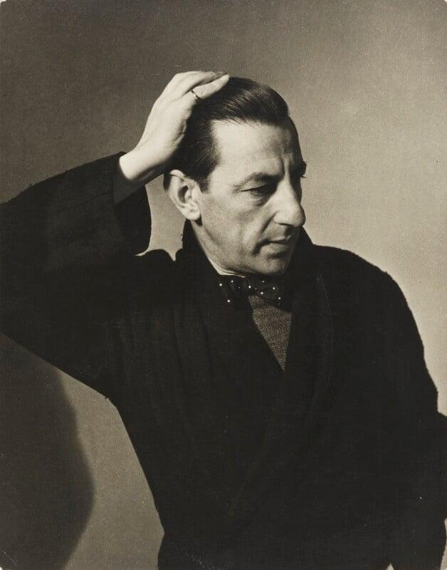 Paul Nash, by Helen Muspratt, 1932 - NPG P570 - © National Portrait Gallery, London