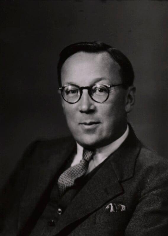 Sir Robert Watson-Watt, by Elliott & Fry, 20 August 1942 - NPG x92000 - © National Portrait Gallery, London