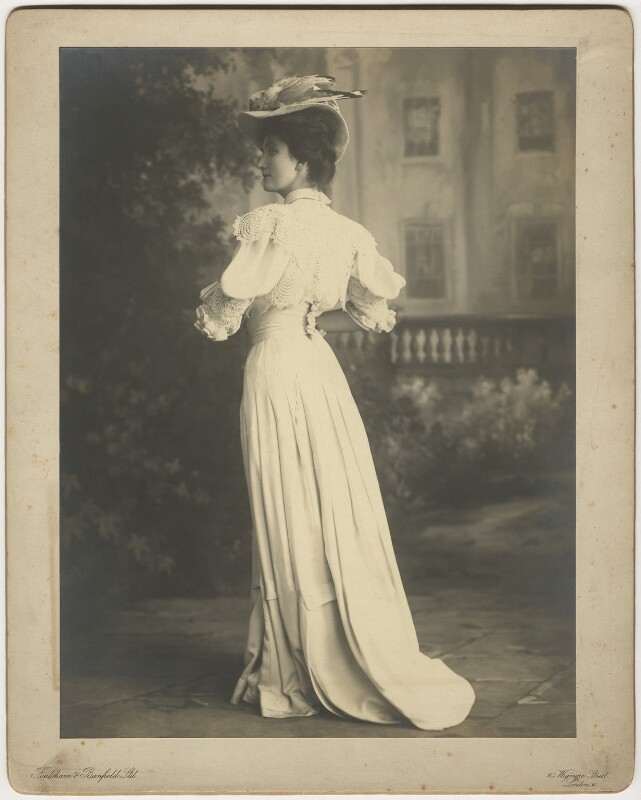Lillah McCarthy as Jennifer Dubedat in 'The Doctor's Dilemma', by Foulsham & Banfield, 1906 - NPG x128079 - © National Portrait Gallery, London