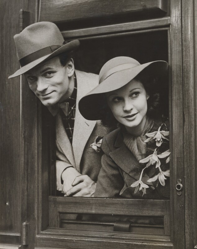 Laurence Olivier and Vivien Leigh, by Unknown photographer, 30 May 1937 - NPG x36099 - © National Portrait Gallery, London