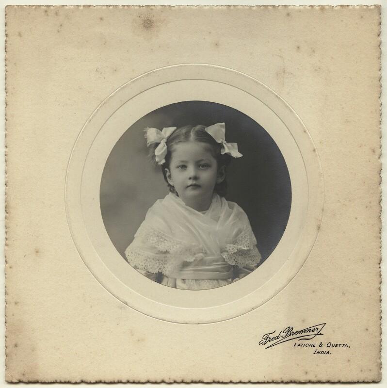 Julia Frances Strachey, by Fred Bremner, January 1906 - NPG x13099 - © National Portrait Gallery, London