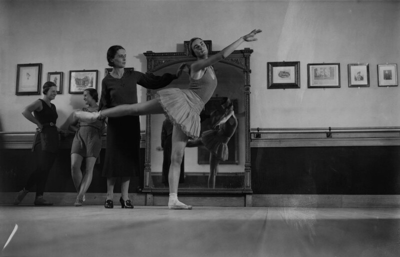 Ninette de Valois instructing pupils at Sadler's Wells Theatre, by James Jarché, for  Daily Herald, 5 September 1932 - NPG x131115 - © Mirrorpix