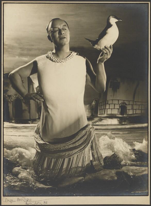 Leslie Henson, by Angus McBean, 1938 - NPG P1301 - © estate of Angus McBean / National Portrait Gallery, London