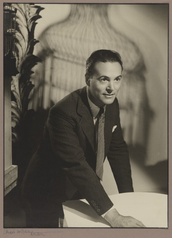 Oliver Messel, by Angus McBean, published in The Sketch 15 March 1950 - NPG P1304 - © estate of Angus McBean / National Portrait Gallery, London