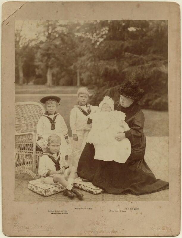 Queen Victoria with her grandchildren, by Hughes & Mullins, 1900 - NPG x6052 - © National Portrait Gallery, London