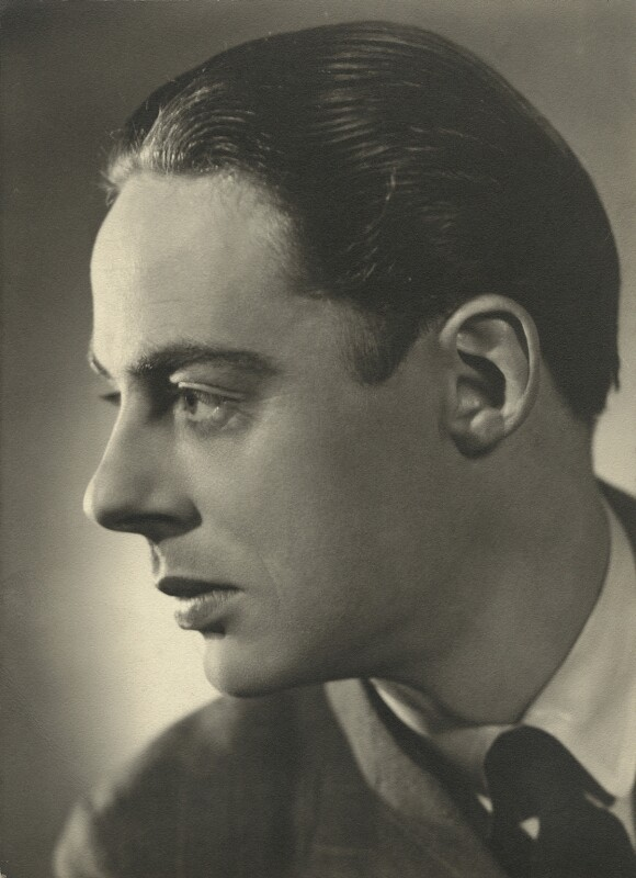 Alec Clunes, by Angus McBean, 1937 - NPG x131842 - Angus McBean Photograph. © Harvard Theatre Collection, Harvard University.