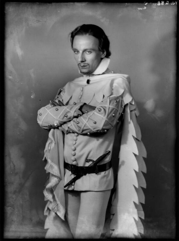 John Gielgud as Richard II in 'Richard of Bordeaux', by Yvonne Gregory, 20 January 1933 - NPG x132019 - © estate of Yvonne Gregory / Camera Press