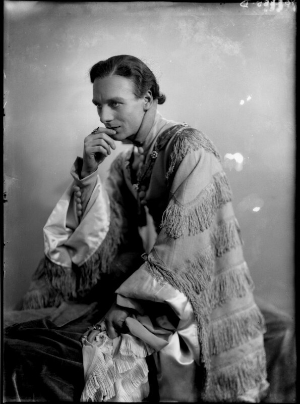 John Gielgud as Richard II in 'Richard of Bordeaux', by Yvonne Gregory, 20 January 1933 - NPG x132020 - © estate of Yvonne Gregory / Camera Press