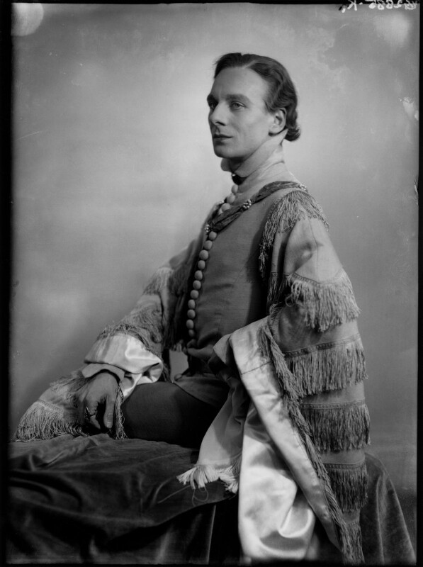 John Gielgud as Richard II in 'Richard of Bordeaux', by Yvonne Gregory, 20 January 1933 - NPG x132023 - © estate of Yvonne Gregory / Camera Press