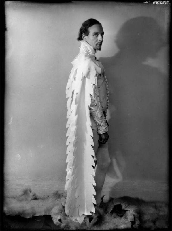 John Gielgud as Richard II in 'Richard of Bordeaux', by Yvonne Gregory, 20 January 1933 - NPG x132024 - © estate of Yvonne Gregory / Camera Press