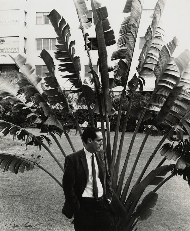 Roberto Fernández Retamar, by Ida Kar, 1964 - NPG x132313 - © National Portrait Gallery, London