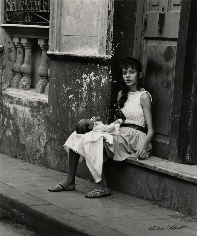 'Taking a breeze in Old Havana', by Ida Kar, 1964 - NPG x132354 - © National Portrait Gallery, London