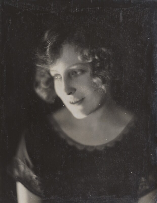 Fay Compton, by Howard Instead, early 1920s - NPG Ax24995 - © National Portrait Gallery, London