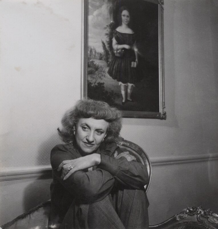 Hermione Gingold, by Francis Goodman, 1 October 1945 - NPG Ax39608 - © National Portrait Gallery, London