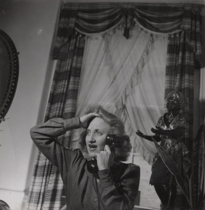 Hermione Gingold, by Francis Goodman, 1 October 1945 - NPG Ax39609 - © National Portrait Gallery, London