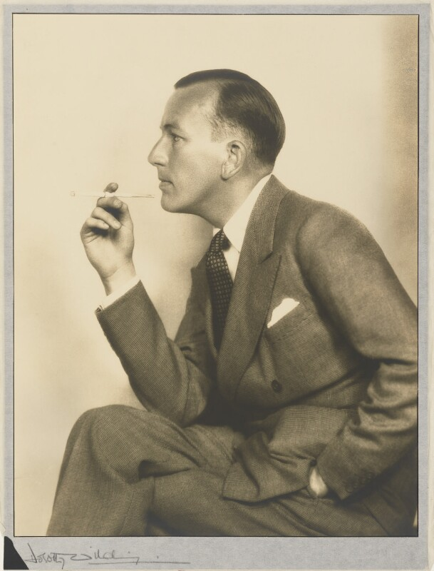 Noël Coward, by Dorothy Wilding, 1930 - NPG P870(3) - © William Hustler and Georgina Hustler / National Portrait Gallery, London