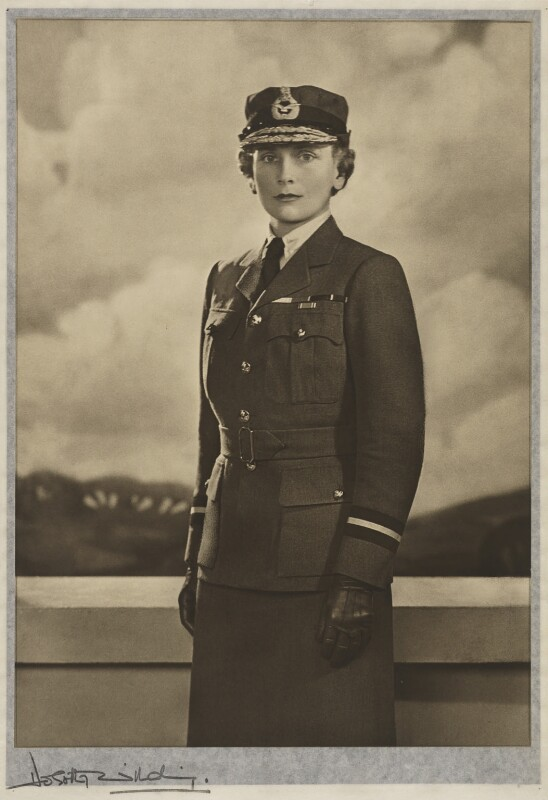 Princess Alice, Duchess of Gloucester, by Dorothy Wilding, 1940 - NPG x34879 - © William Hustler and Georgina Hustler / National Portrait Gallery, London