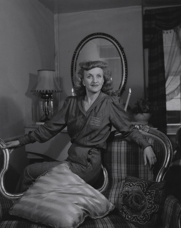 Hermione Gingold, by Francis Goodman, 1 October 1945 - NPG x88534 - © National Portrait Gallery, London