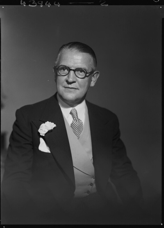 Sir Archibald Hector McIndoe, by Lenare, 26 September 1949 - NPG x3985 - © National Portrait Gallery, London
