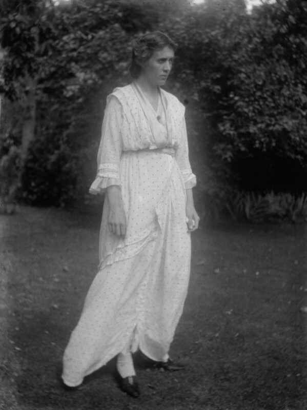 Vanessa Bell (née Stephen), by Ray Strachey, August 1914 - NPG x88543 - © National Portrait Gallery, London