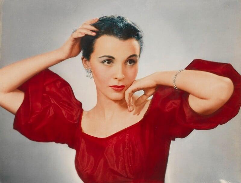 Claire Bloom, by Dorothy Wilding, 1952 - NPG x4402 - © William Hustler and Georgina Hustler / National Portrait Gallery, London