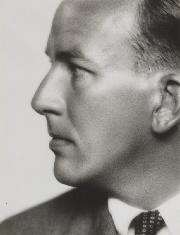 Noël Coward, by Dorothy Wilding, 1930 - NPG x6916 - © William Hustler and Georgina Hustler / National Portrait Gallery, London