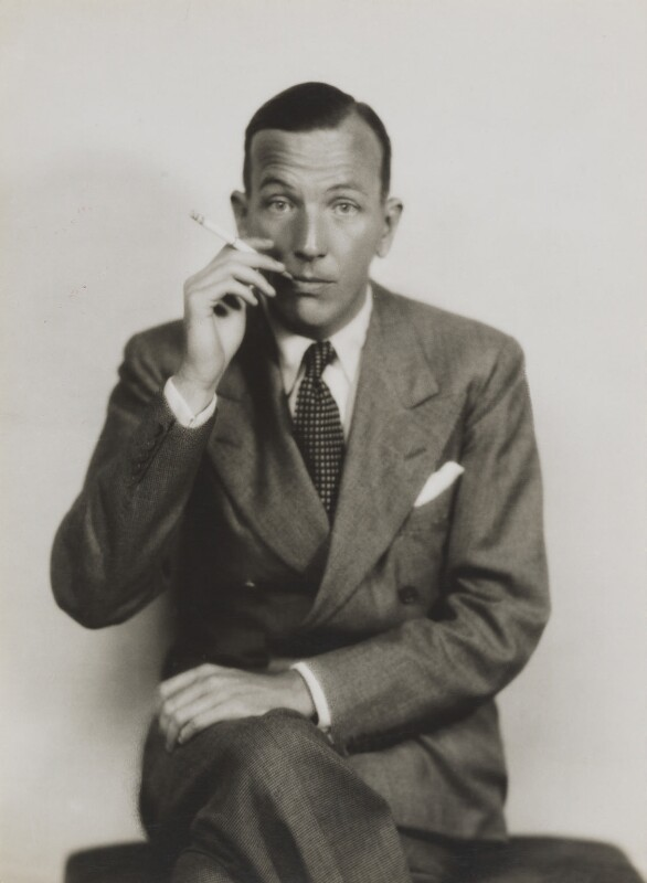 Noël Coward, by Dorothy Wilding, 1930 - NPG x6919 - © William Hustler and Georgina Hustler / National Portrait Gallery, London