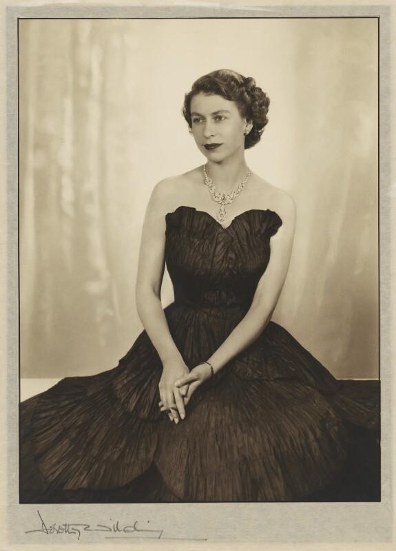 Queen Elizabeth II, by Dorothy Wilding, 1952 - NPG P870(5) - © William Hustler and Georgina Hustler / National Portrait Gallery, London