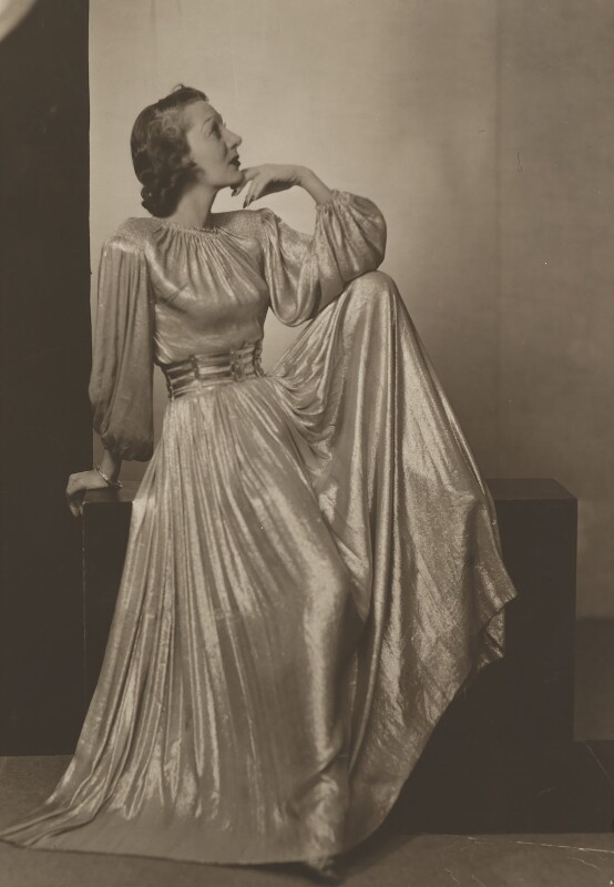 Gertrude Lawrence, by Dorothy Wilding, 15 October 1939 - NPG x19919 - © National Portrait Gallery, London