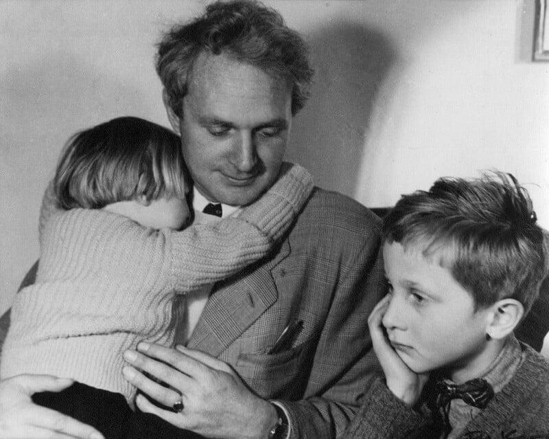 Stephen Spender with his two children Lizzie and Matthew, by Ida Kar, 1952 - NPG x13799 - © National Portrait Gallery, London
