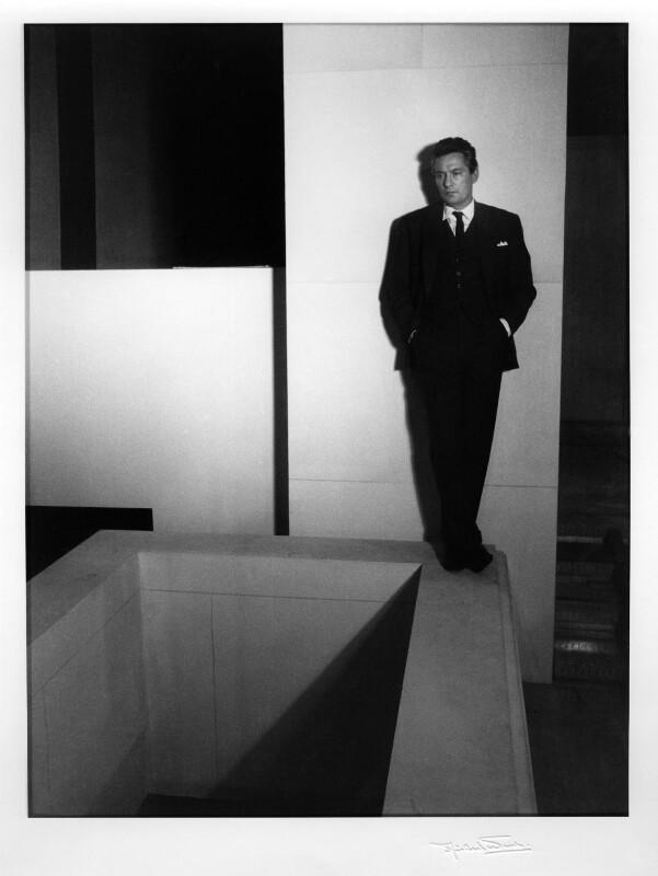 Peter Finch, by Michael Ward, 16 November 1960 - NPG x46673 - © Michael Ward Archives / National Portrait Gallery, London