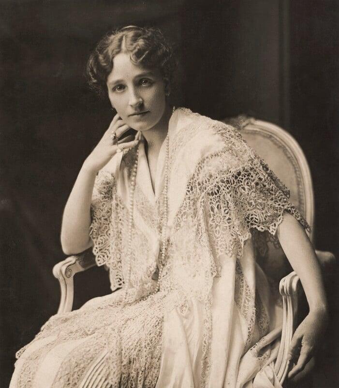 Ethel (née Field), Countess Beatty, by Henry Walter ('H. Walter') Barnett, 1915 - NPG x45402 - © National Portrait Gallery, London
