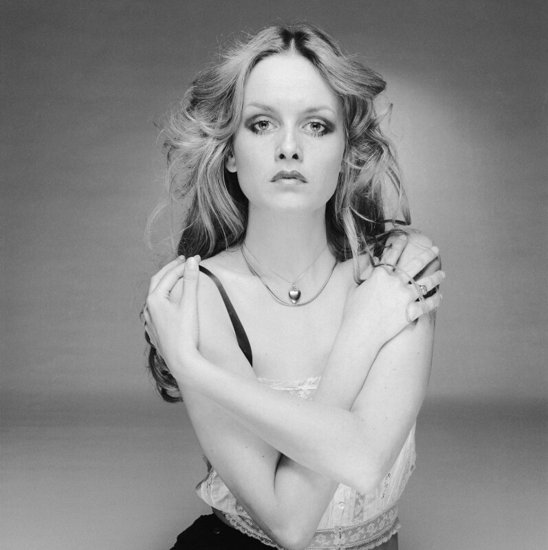 Twiggy, by Terry O'Neill, 1975 - NPG x133059 - © Iconic IMages/Terry O'Neill