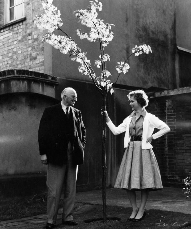 John Walgrave Halford Fremantle, 4th Baron Cottesloe; Gloria Jean Irene Dunn (née Hill), Lady Cottesloe, by Ida Kar, 1959 - NPG x88665 - © National Portrait Gallery, London