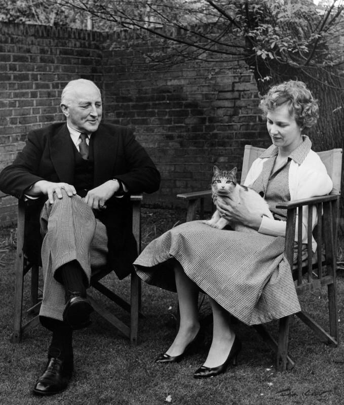 John Walgrave Halford Fremantle, 4th Baron Cottesloe; Gloria Jean Irene Dunn (née Hill), Lady Cottesloe, by Ida Kar, 1959 - NPG x88666 - © National Portrait Gallery, London