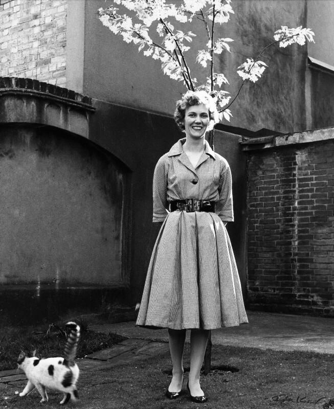 Gloria Jean Irene Dunn (née Hill), Lady Cottesloe, by Ida Kar, 1959 - NPG x88672 - © National Portrait Gallery, London