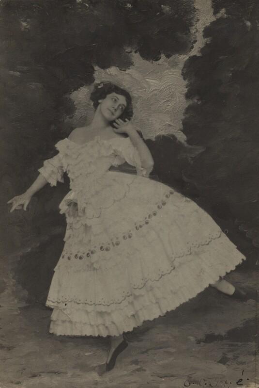 Tamara Karsavina as Columbine in 'Carnaval', by E.O. Hoppé, 1912 - NPG x39299 - © 2017 E.O. Hoppé Estate Collection / Curatorial Assistance Inc.