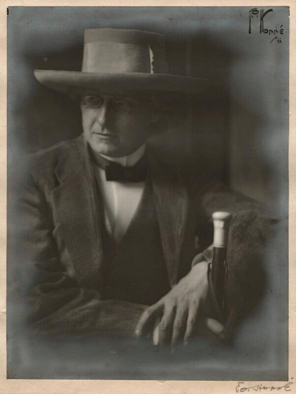 Gordon Craig, by E.O. Hoppé, 1911 - NPG x133157 - © 2018 E.O. Hoppé Estate Collection / Curatorial Assistance Inc.