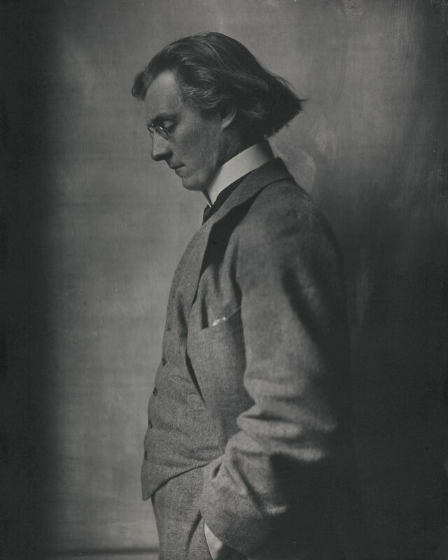 Gordon Craig, by E.O. Hoppé, 1911 - NPG x132913 - © 2018 E.O. Hoppé Estate Collection / Curatorial Assistance Inc.