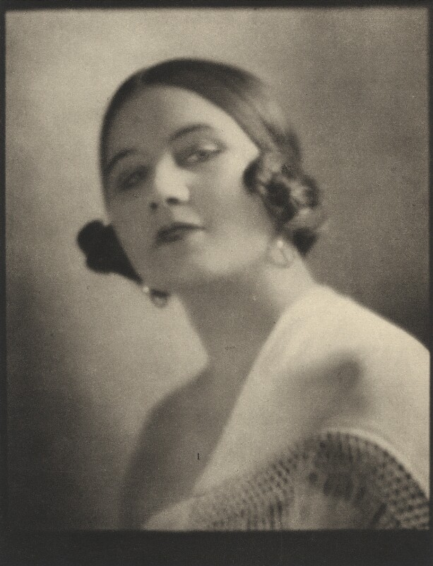 Fedora Roselli ((Edith) Dora Bernard (née Hodges)), by E.O. Hoppé, 20 October 1921 - NPG Ax132936 - © 2017 E.O. Hoppé Estate Collection / Curatorial Assistance Inc.