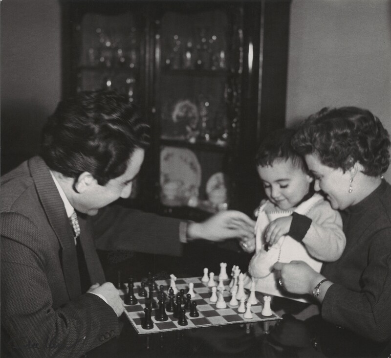 Tigran Vartanovich Petrosian and Rona Yakovlevna Avinezar with their son, by Ida Kar, 1957 - NPG x135026 - © National Portrait Gallery, London