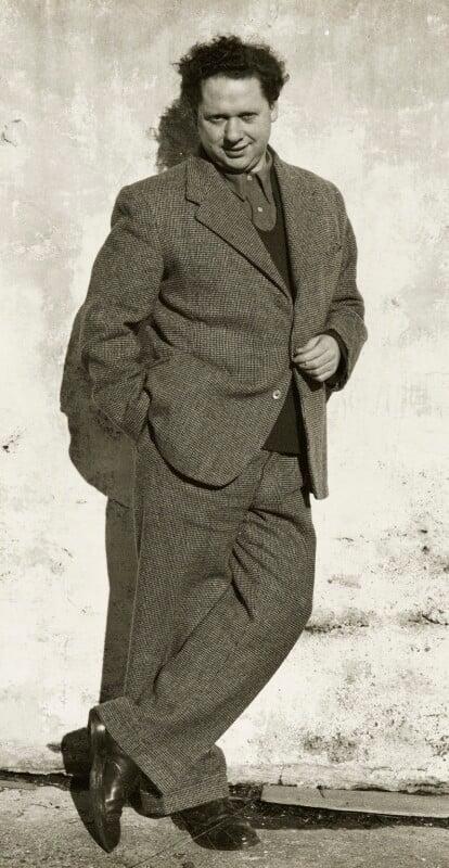 Dylan Thomas, by Rollie McKenna, January 1952 - NPG P1685 - © Rosalie Thorne McKenna Foundation; Courtesy Center for Creative Photography, University of Arizona Foundation