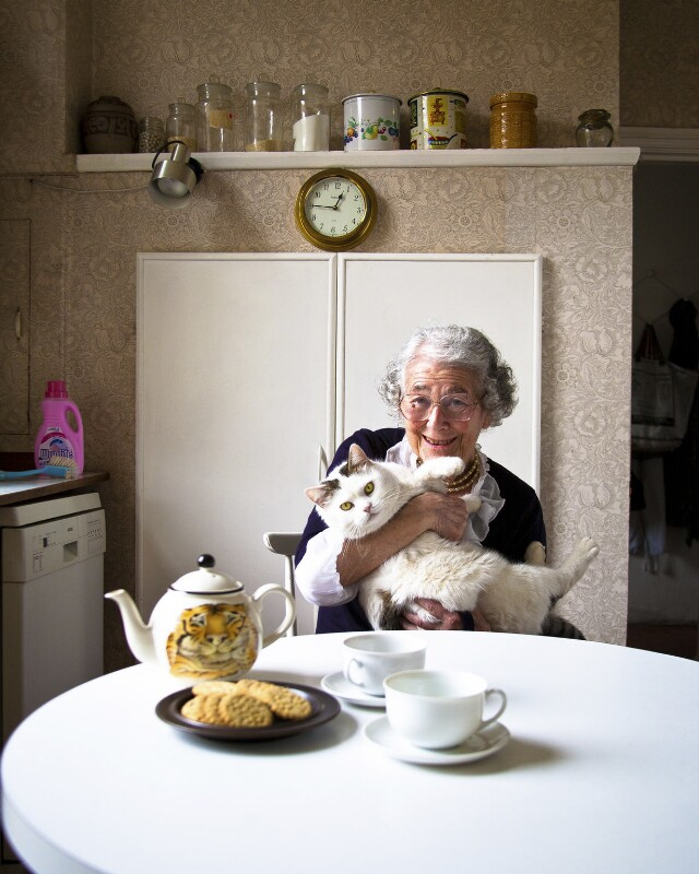 Judith Kerr with her cat Katinka, by Sam Pelly, March 2011 - NPG x135287 - © Sam Pelly / National Portrait Gallery, London