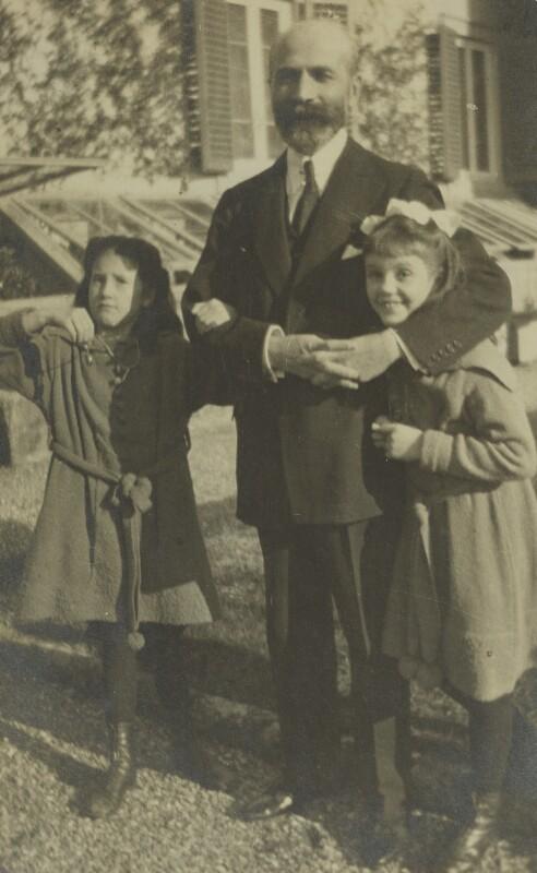 Ursula Margaret Wentzel (née Strachey); Bernard Berenson; Barbara Strachey (Hultin, later Halpern), by Unknown photographer, 1919 - NPG Ax160851 - © National Portrait Gallery, London