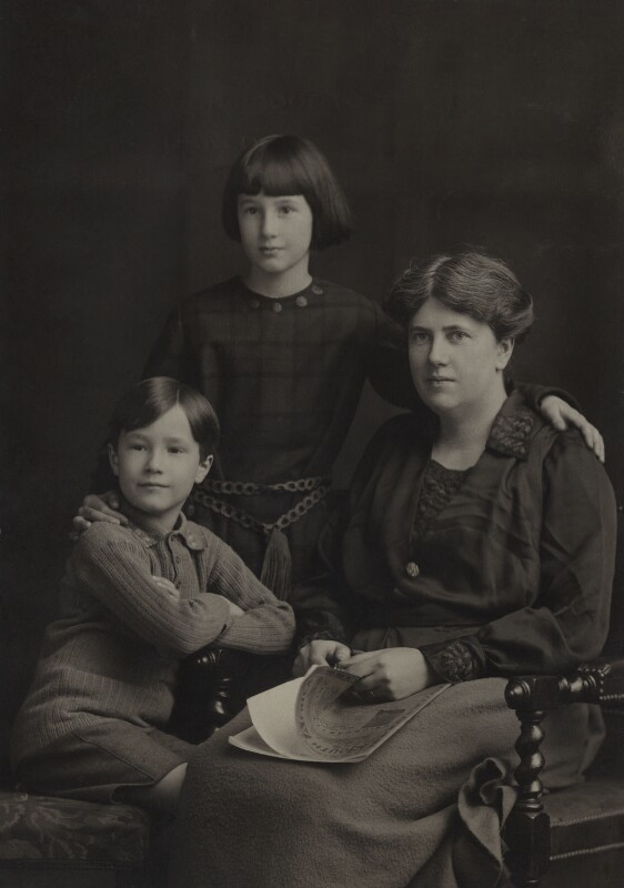 Christopher Strachey; Barbara Strachey (Hultin, later Halpern); Ray Strachey, by Elliott & Fry, 1922 - NPG Ax161151 - © National Portrait Gallery, London